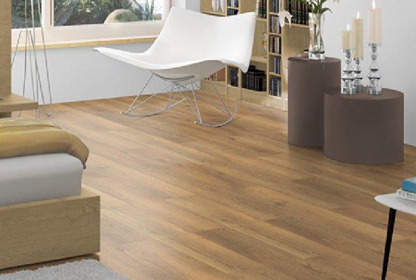 Parchet EGGER PRO Design Stejar Brut Natur EPD001-2