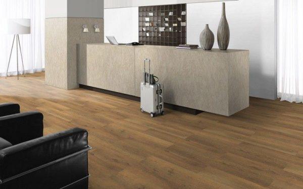 Parchet EGGER PRO Design Stejar Brut Natur EPD001-5