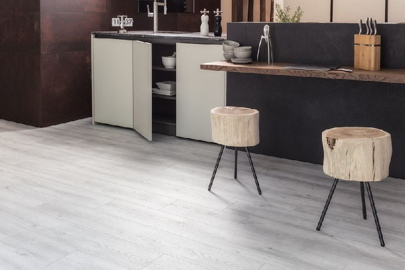 Parchet laminat Kaindl Natural Touch 8 mm, K4422 RI, Stejar Evoke Concrete 4