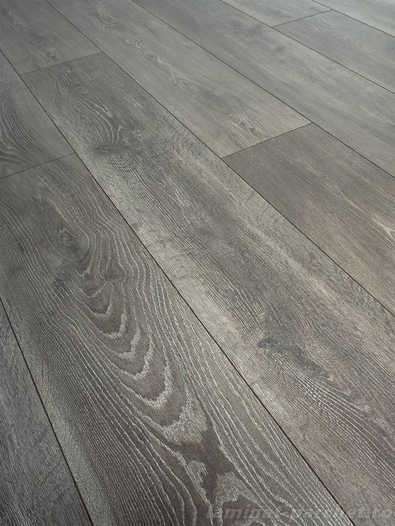 Parchet laminat rezistent la apa Swiss Krono Grand Selection Evolution D 4510 Graphite Oak