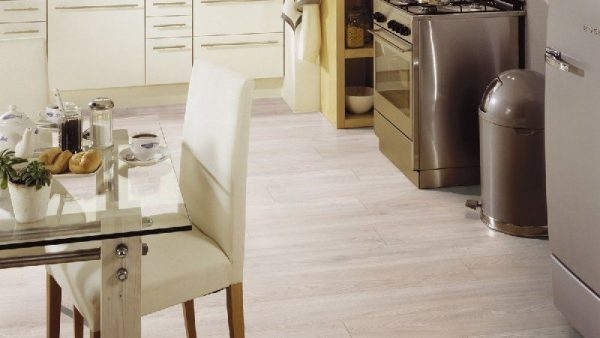 Parchet laminat Kronotex Robusto Right Oak Light D 4989 3