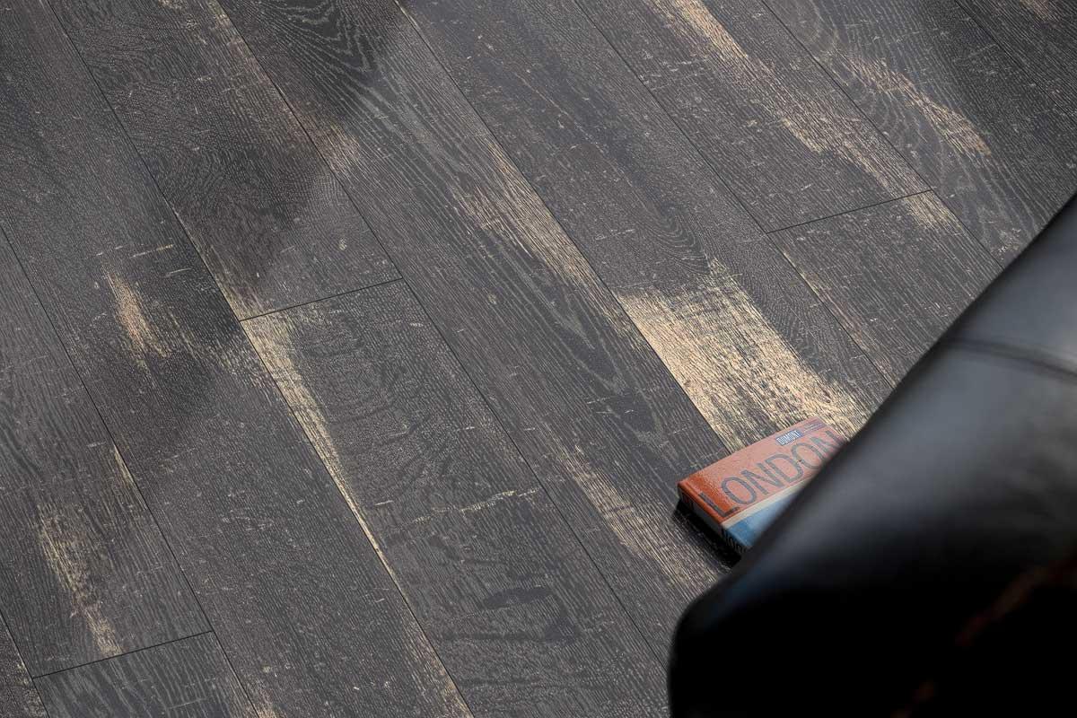 Parchet laminat Egger Stejar Halford negru EPL042 imagine
