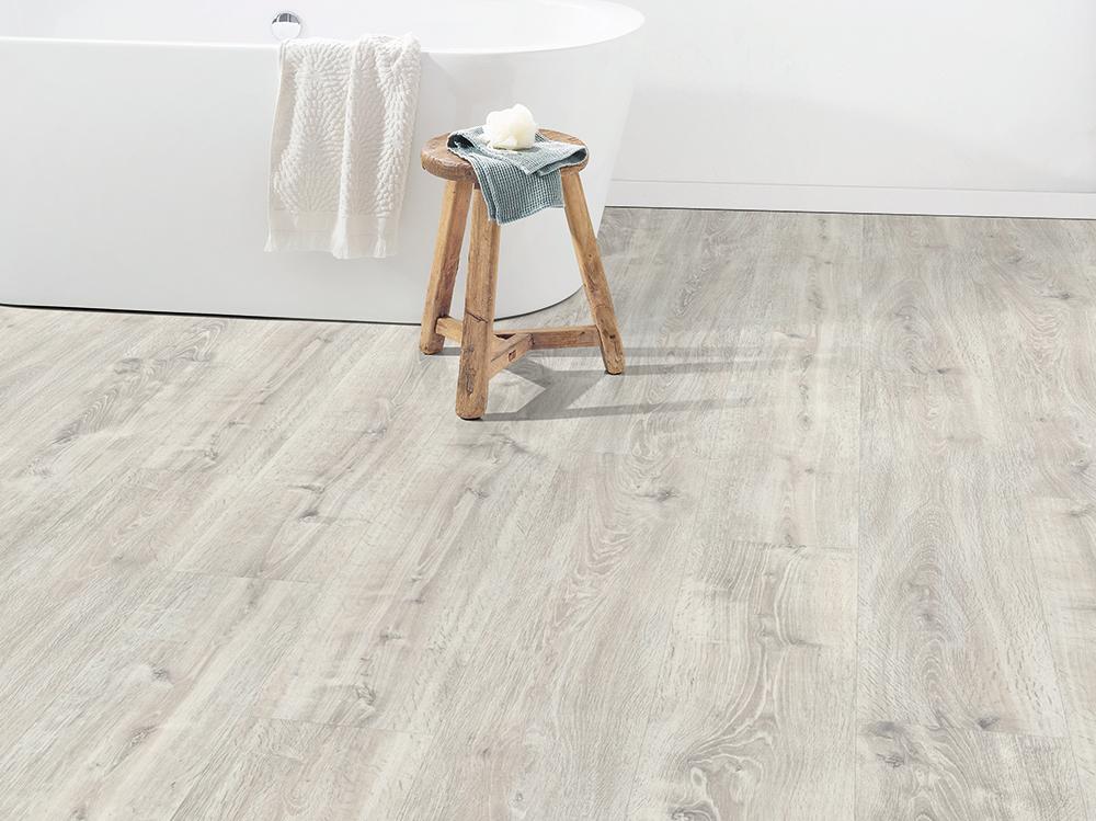 Parchet Egger Pro Design GreenTec cu izolatie fonica EPD028N Stejar Waltham alb